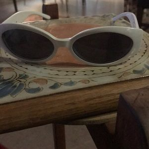 Authentic chic Gucci sunnies.